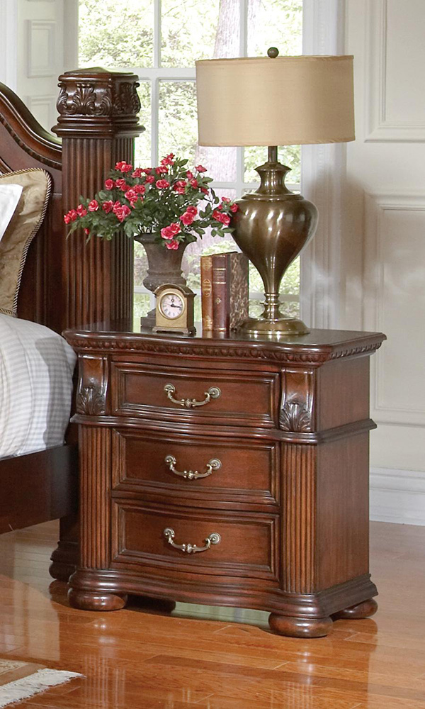 Dubarry 5pc Queen Bedroom Set With Reeded Pillar Accents